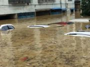郑州暴雨我车泡水了没买车损险,是修修继续开还是卖给二手车商?