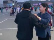 沈阳:男子意外撞见爸爸和阿姨跳交谊舞,别告诉你妈,油给你加满