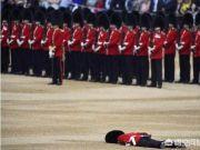 重达一公斤的熊皮帽子又沉又热,为何英国皇家卫兵还要戴它?