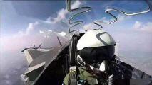 战斗机长时间飞行,飞行员怎么解决生理问题?