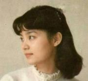 她是朱军一生追不到的女人,今63岁无婚无子皈依佛门