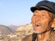 老人拿一把菜刀鉴宝,遭受观众嘲笑,专家激动问道:祖上是何人