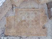 以色列发现1600年前马赛克地砖:几何图案