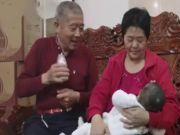 34岁博士丁克,57岁母亲赌气生二胎:不让我当姥姥,你就当姐