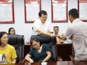 """市纪委书记为8名农民工""""讨工资"""""""