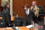 美弗洛伊德案警察被判22.5年
