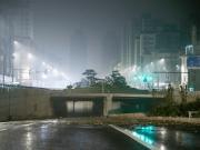 郑州京广路隧道幸存者:蹲车顶抓住雨刮器,5分钟隧道灌满水