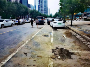灾情未过,郑州就开始向停路边泡水车贴条收费,确实有点太着急了