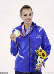 以色列艺术体操冠军担任闭幕式旗手