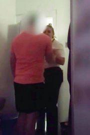 英国女狱警与男囚在监狱里亲密,男囚偷拍视频后曝光