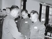 1955年授衔结束,台下还站着1人,总理问原因,答:没喊到我名字
