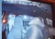 没想到!女乘客强吻出租车司机后多给15元,这得有多帅啊!
