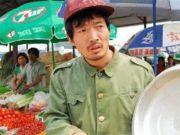 他原本是机修工人,却从龙套成影帝,娶韩国娇妻出道22年零绯闻