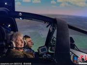 俄罗斯99岁老兵挑战飞行模拟器