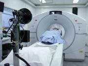 患者在医院做核磁共振检查:仪器启动后吸进氧气瓶夹死患者